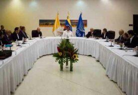 Diálogo en Venezuela se mantiene paralizado tras cumplirse lapso de revisión
