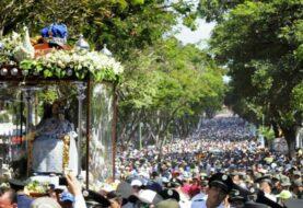 Venezolanos piden por el país en procesión de la Divina Pastora