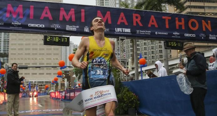El estadounidense Zablocki gana el maratón de Miami