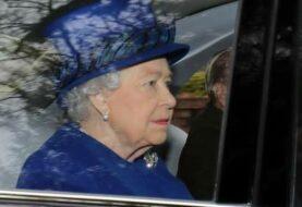 La reina Isabel II reaparece en público tras varios días convaleciente
