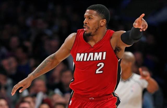 Johnson conduce la victoria de los Heat