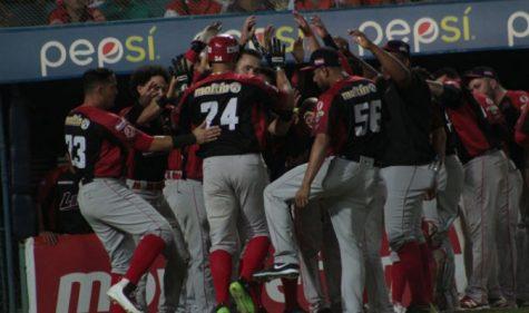 Cardenales vence a Águilas y mantiene esperanzas en serie final de la LVBP