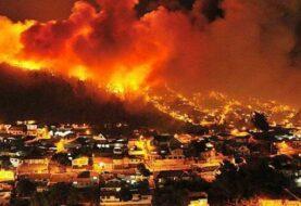 Fuerzas Armadas y cientos de bomberos combaten llamas en el sur de Chile
