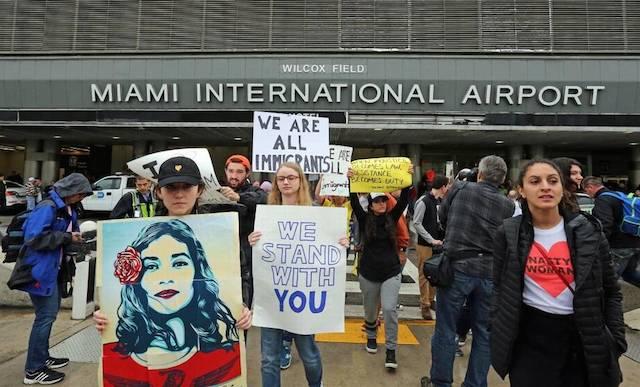 Protestas en aeropuertos de Florida contra el veto de Trump a musulmanes