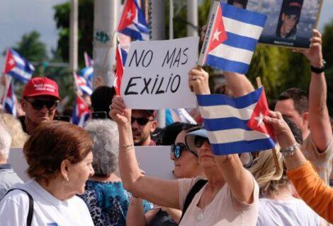Giro en política hacia Cuba crea en Miami sorpresa, rechazo e incertidumbre