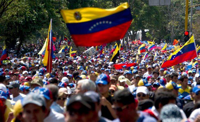 """Oposición venezolana marcha en Caracas por elecciones y fin de la """"dictadura"""""""