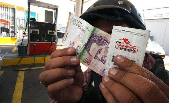 Venezuela comienza a vender gasolina en moneda internacional en la frontera