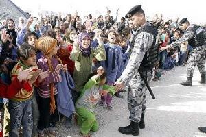 """Alemania tacha de """"inaceptable"""" el trato de Grecia a los refugiados"""