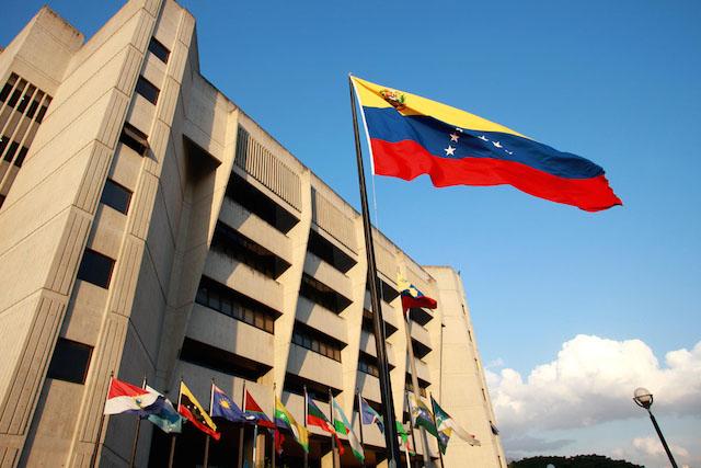 TSJ dice Parlamento no tiene facultad para destituir a Maduro
