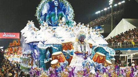 Río de Janeiro se suelta en el carnaval de la crisis