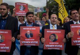 Diputados protestan frente a Supremo y Defensoría por elecciones en Venezuela