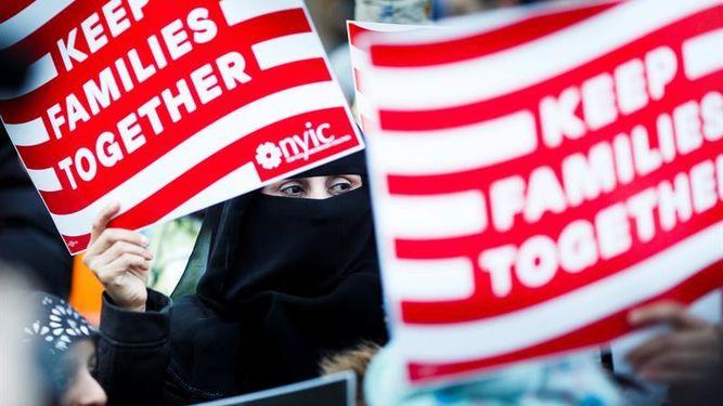 Exfiscales de Florida consideran ilegal  veto a musulmanes de Trump
