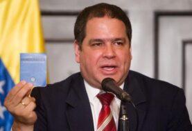 Diputado pide entrega de pasaportes a venezolanos que llevan meses esperando