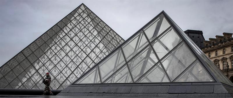 El agresor del Louvre pasa bajo arresto tras mejorar su estado de salud