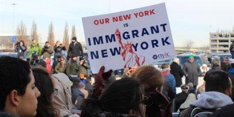 Miles de personas protestan contra el veto migratorio de Trump en Nueva York
