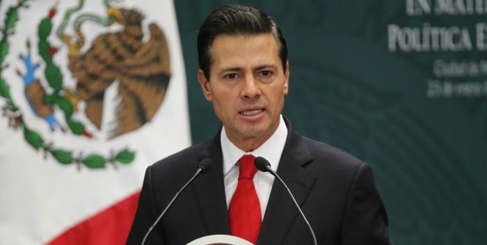 """Peña Nieto desea que Constitución sea """"brújula"""" ante una """"coyuntura difícil"""""""