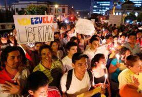 Perú inicia regularización de 6.000 venezolanos tras suspensión del Mercosur