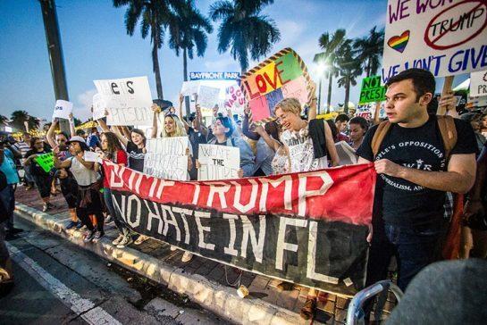 Marcha anti-Trump en Palm Beach se mantiene pese a retirada de convocante