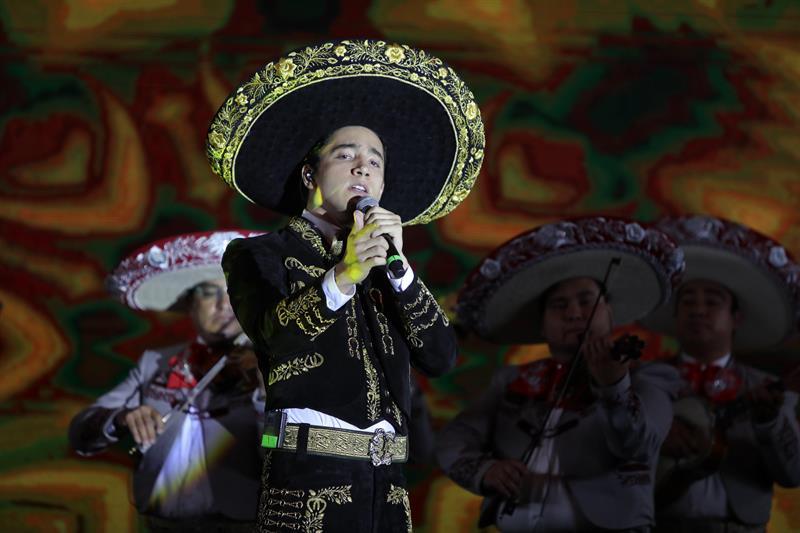 La dinastía ranchera mexicana continúa con el primer disco de Alex Fernández