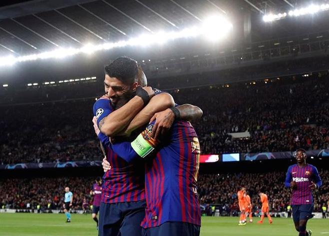 Barcelona humilla al Lyon y accede a cuartos de Champions