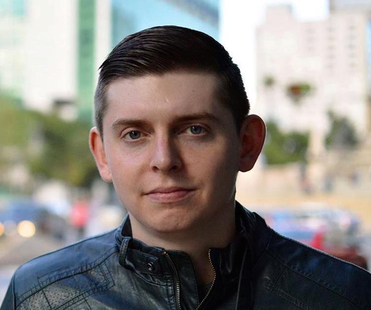 Llegó a Miami periodista Cody Weddle