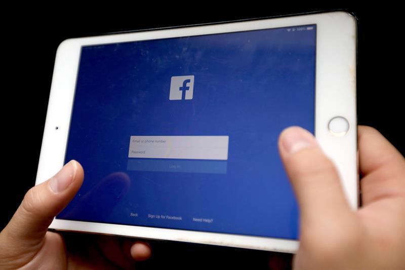 Facebook prohíbe el nacionalismo y separatismo blancos en sus plataformas