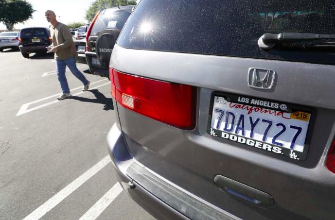 Denuncian vigilancia de ICE a indocumentados con matrículas de sus vehículos