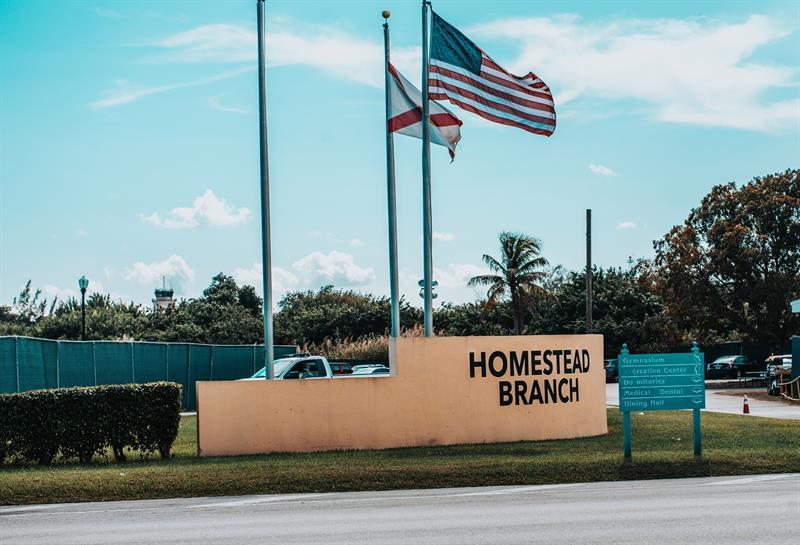 Activistas piden cierre de albergue de niños indocumentados en Florida