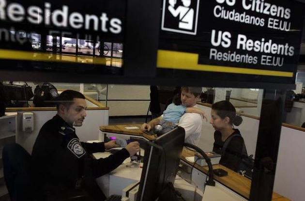 EE.UU. prohíbe entrada a diplomáticos y familiares de Maduro