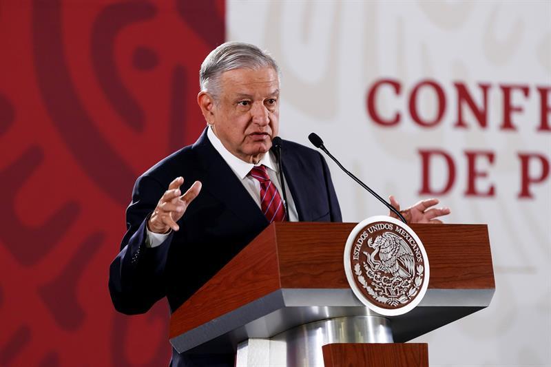 """López Obrador dice que el proyecto del nuevo aeropuerto es """"eficaz y austero"""""""