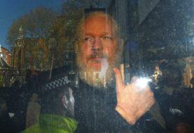 Julian Assange fue detenido por una orden de extradición de EE.UU.