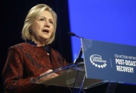 Clinton cree que el Departamento Justicia no acusó a Trump por ser presidente