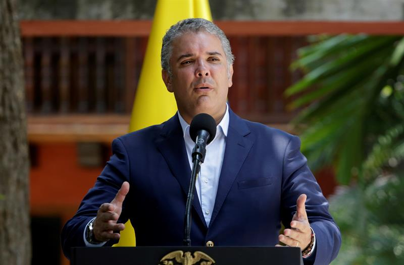 "Duque pide afianzar cerco diplomático para poner fin a ""dictadura"" de Maduro"
