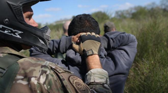 Trump dice que podría enviar más militares a la frontera con México
