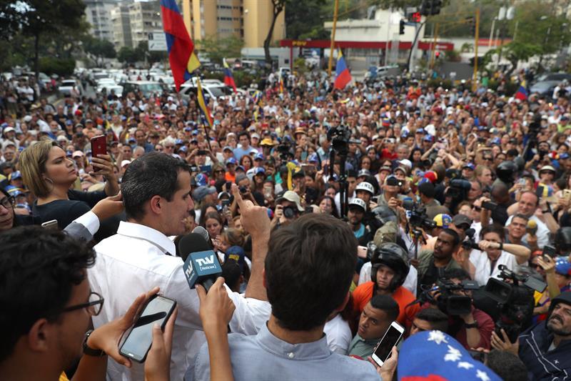 """Guaidó reitera que no se prestará para """"falso diálogo"""""""