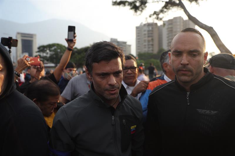 """Leopoldo López y su familia ingresan como """"huéspedes"""" a la embajada de Chile"""