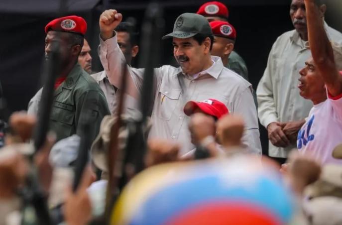 EE.UU. dice que Maduro caería si su entorno cubano saliera de Venezuela