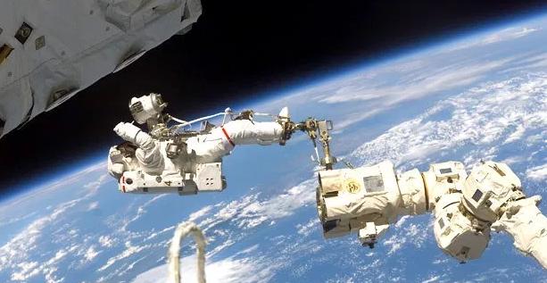 Concluye la última caminata espacial para renovar la Estación Internacional