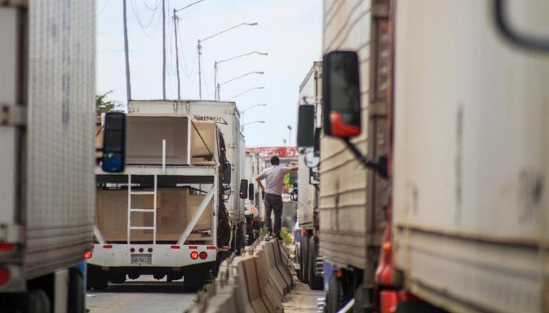 Retrasos en garitas fronterizas frenan exportaciones de México a EE.UU.