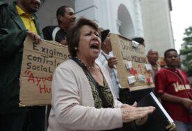 Protestan en Caracas por retrasos en entrega de ayuda humanitaria