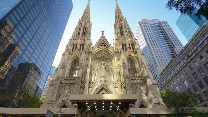 Detenido un hombre que intentaba entrar con gasolina en catedral de N.York