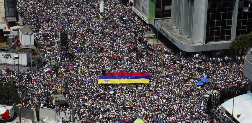 Venezolanos vuelven a las calles en busca de la salida de Maduro