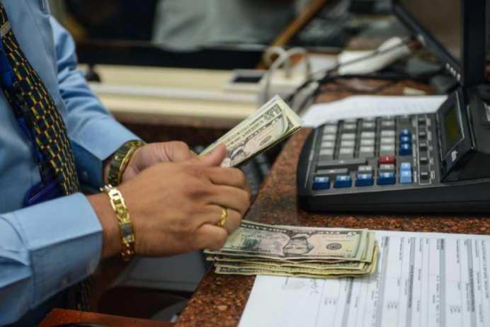 Banco Central de Venezuela autoriza a bancos comprar y vender divisas