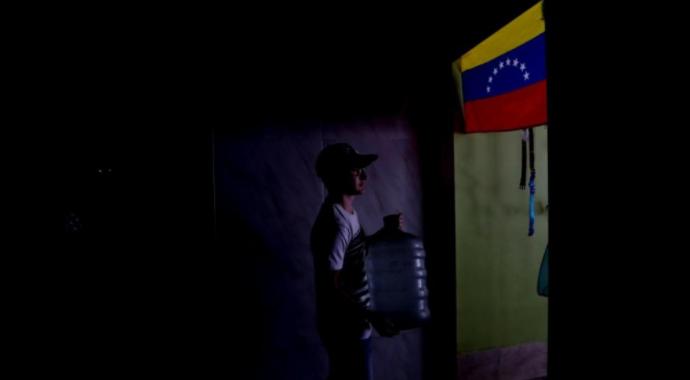 Crisis eléctrica de Venezuela cumple dos meses y persisten los apagones