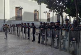 Fuerte presencia policial en Asamblea venezolana por presunta alerta de bomba