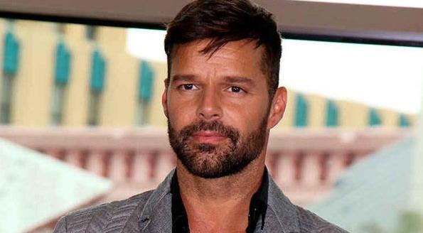 Ricky Martin muestra una fotografía de su hija