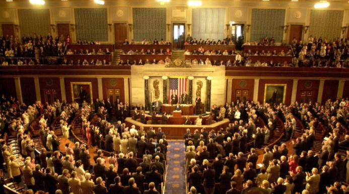Comité legislativo de EEUU avala proyecto de amparo migratorio a venezolanos