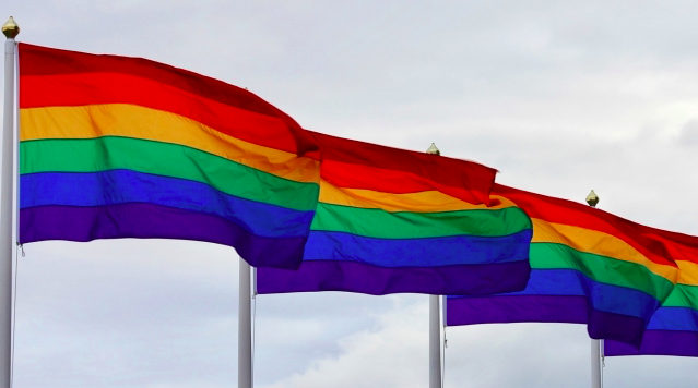 """Nueva ley prohíbe """"terapia de conversión"""" sobre identidad sexual en Colorado"""