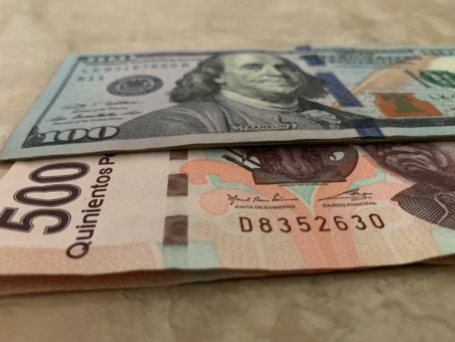 Peso mexicano se desploma frente al dólar tras anuncio de aranceles de Trump