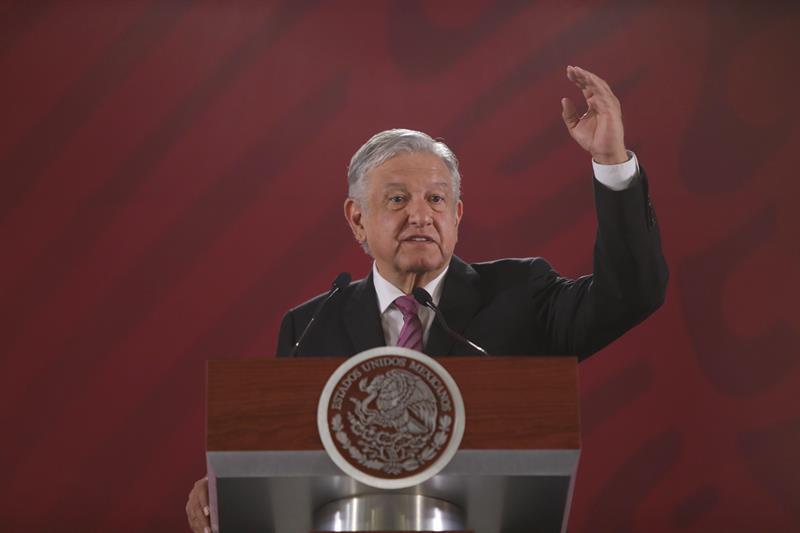 López Obrador celebra cancelación total de reforma educativa de Peña Nieto